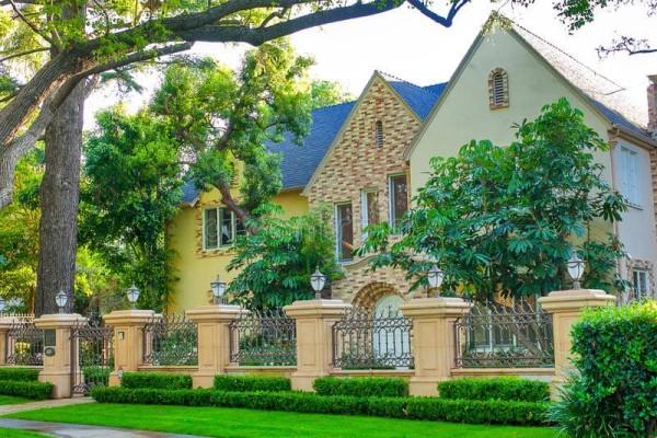 Beverly-hills-flats-house-shot-pretty-